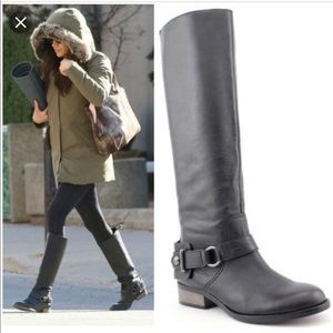 EUC,  one flaw, worn by Meghan Markle Coach boots.
